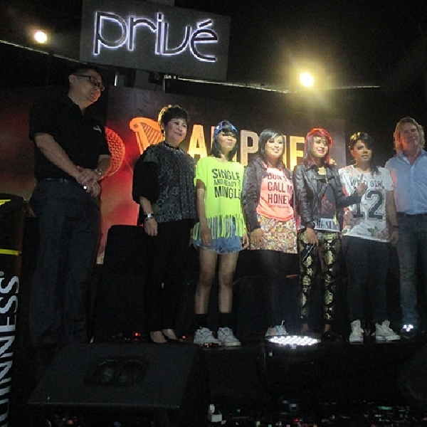 Girl Band Rock Asal Surabaya Akan Diproduseri Produser U2