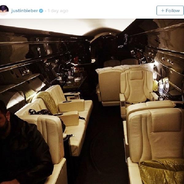 Justin Bieber Nikmati Natal di Jet Pribadi