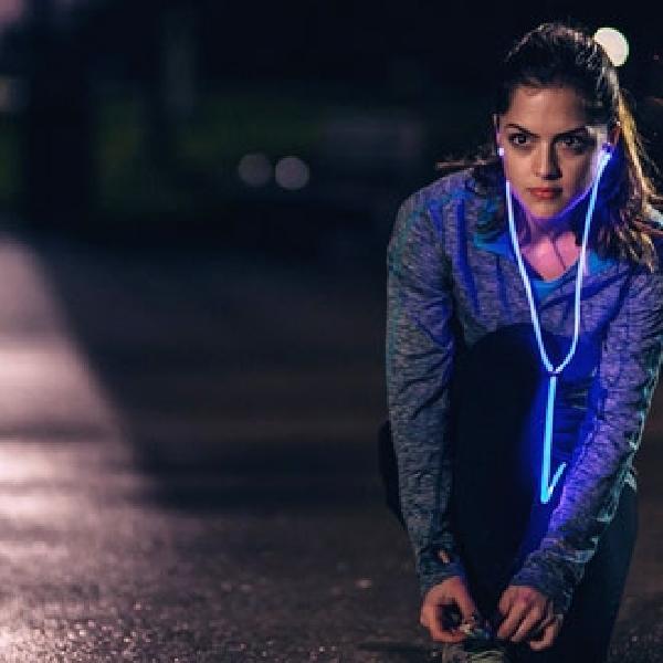 Glow, Headphones Pertama Berkabel Laser
