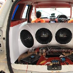 Peangkat audio system sudah menempel di boks dalam kabin