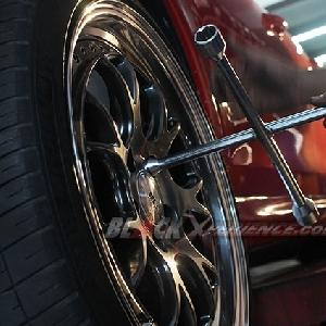 Pengencangan baut roda