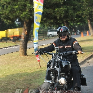 Proses test ride Harley-Davidson Softail EVO