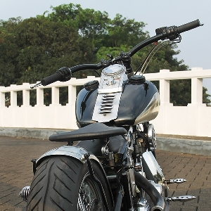 Tampak belakang Harley-Davidson Softail EVO