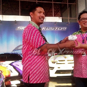 Alfin (kiri) perwaklan Dyandra, Ario Soerjo (kanan) perwakilan Renault Indonesia