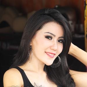Cheria Vasti, host