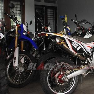 Jajaran motor supermoto karya Caos Custom Bike