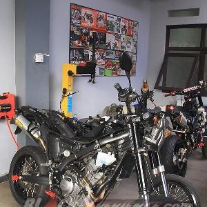 Motor modifikasi lainnya yang ada di bengkel Caos Custom Bike