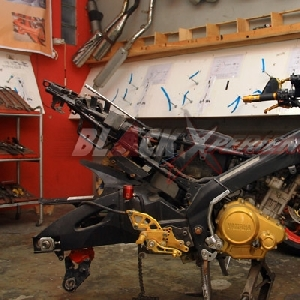 Rangka Yamaha V-ixion Naked Samurain siap di modifikasi