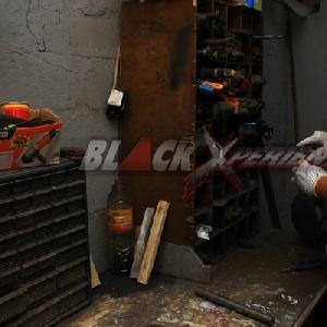 Om Zeky tengah menyiapkan bahan pembuatan bosh