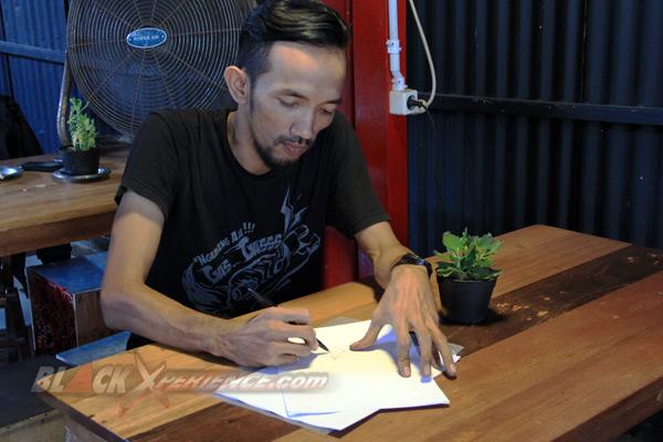 Nino memulai gambar sketsa modifikasi