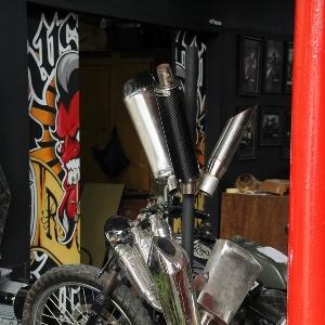 Di bengkel Nin *Rocksta juga bekerjasama dengan bengkel pembuatan knalpot custom