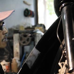 Dari sisi kanan, spakbor atau fender depan lebih mudah dipasang