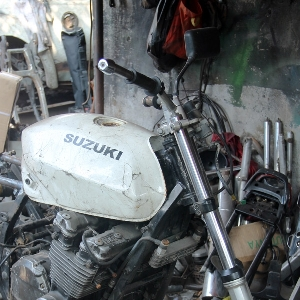 Suspensi bawaan motor Suzuki GSX750 Police