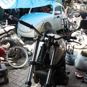 Suzuki GSX750 Police diantara sejumlah proyek modifikasi yang sedang berjalan