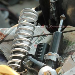 Parts suspensi yang tengah disiapkan Donny untuk proyek-proyek modifikasinya