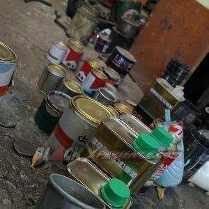 Bahan-bahan yang biasa digunakan Donny Hantu Laut dalam proses pengecatan