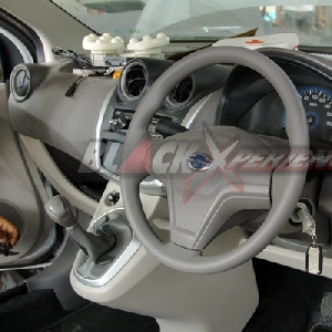 Interior standar Datsun GO Panca