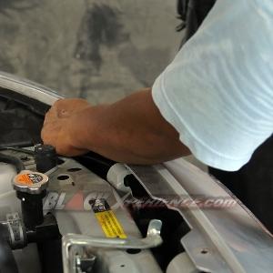 Bumper depan saat dibongkar untuk pengemalan bumper custom
