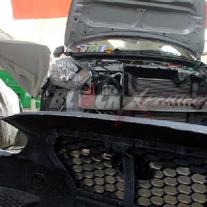 Bumper depan telah dibongkar