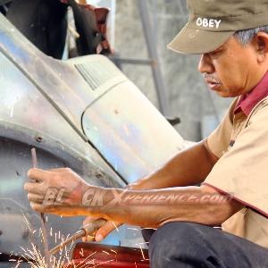 Aktivitas mekanik bengkel Tomi Airbrush