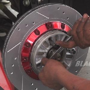 Memasang spacer agar roda terlihat keluar mengimbangi over fender