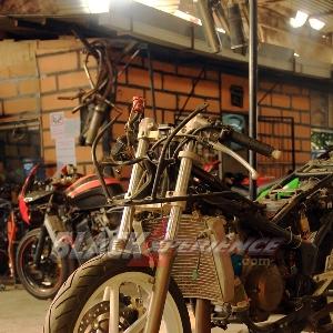 Chemonk alias Andri akan memodifikasi Kawasaki Ninja RR150 ini dalam waktu kurang dari satu bulan