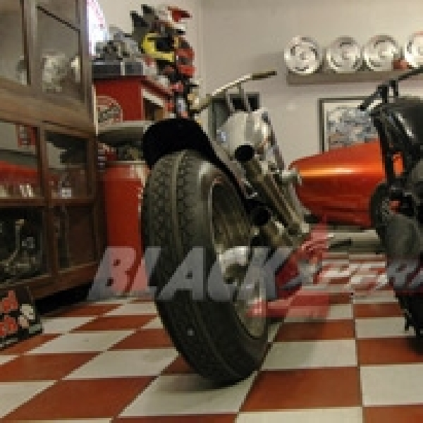 Modifikasi Moto Guzzi V7 II Racer Perdana di Dunia Otomotif