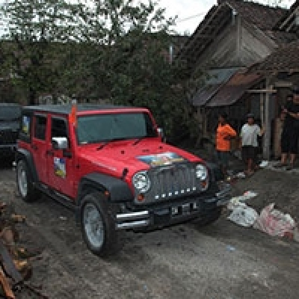 JK Owners East Java dan Garansindo Gelar Baksos Peduli Kelud