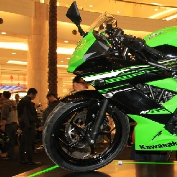 Calon Konsumen Antri Kawasaki Ninja 250 RR Mono