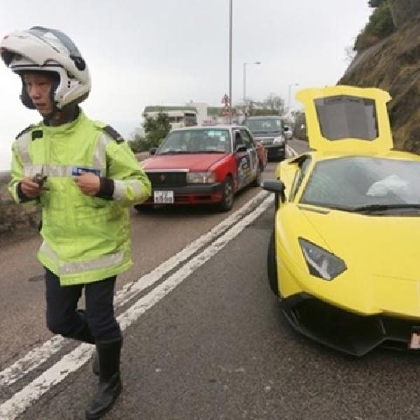 Kecelakaan Pertama Lamborghini Aventador 50th Anniversario