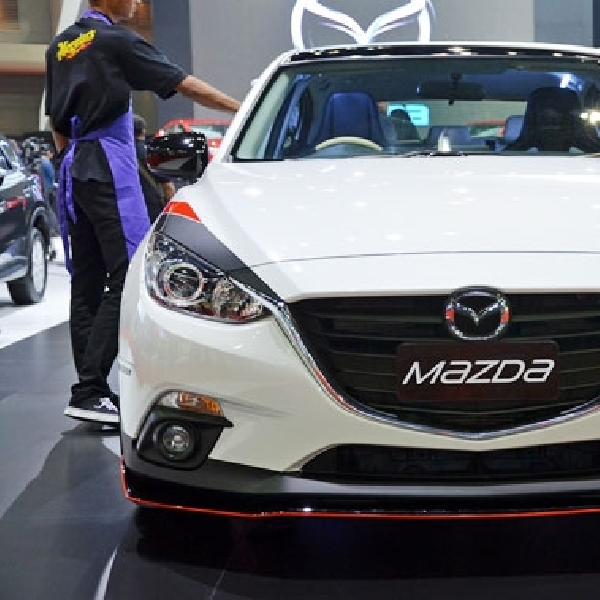 Dress Up Mazda 3 Hatchback Ramaikan BMS 2014