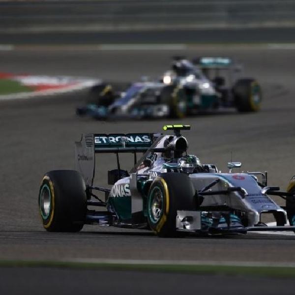 Hamilton Menangkan Duel Seru dengan Rosberg