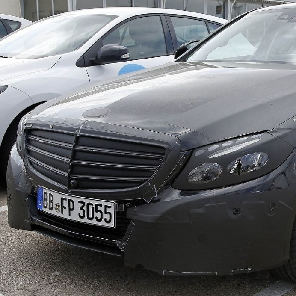 Penampakan mobil Hybird Mercedes Benz