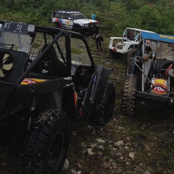 TOP 1 dan LC VX Owner Group Indonesia gelar Extreme Offroad Adventure