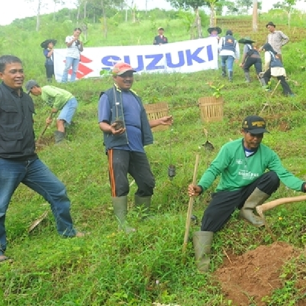 Suzuki Tanam dan Sumbang 3.000 Bibit Pohon