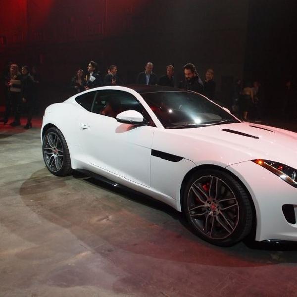 Jose Mourinho resmi dapatkan Jaguar F-Type Coupe R