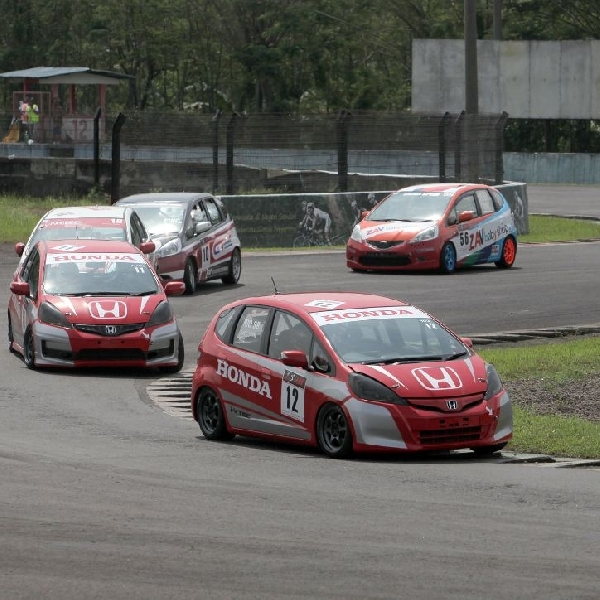 Honda Racing Indonesia Gemilang di Honda Jazz Speed Challenge 2014