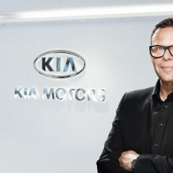 Peter Schreyer, Desainer mobil KIA terima penghargaan dari EyesOn Design
