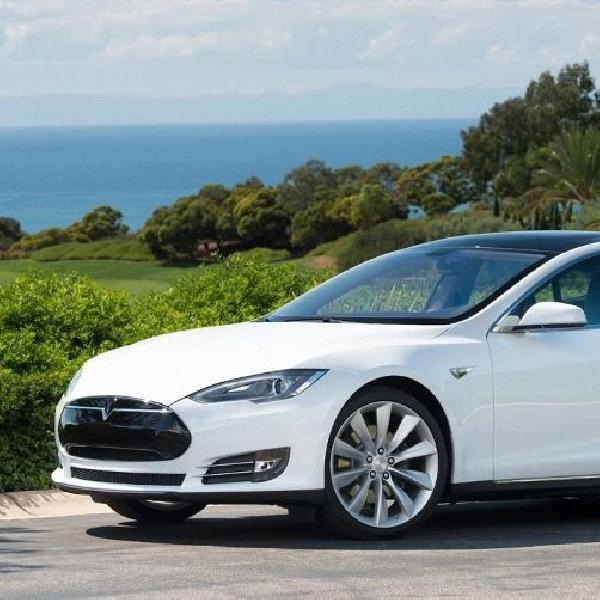 Tesla gelar kontes Hack Tesla Model S