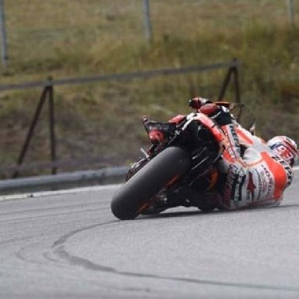 Aksi ajaib Marquez yang hampir terjatuh terekam kamera