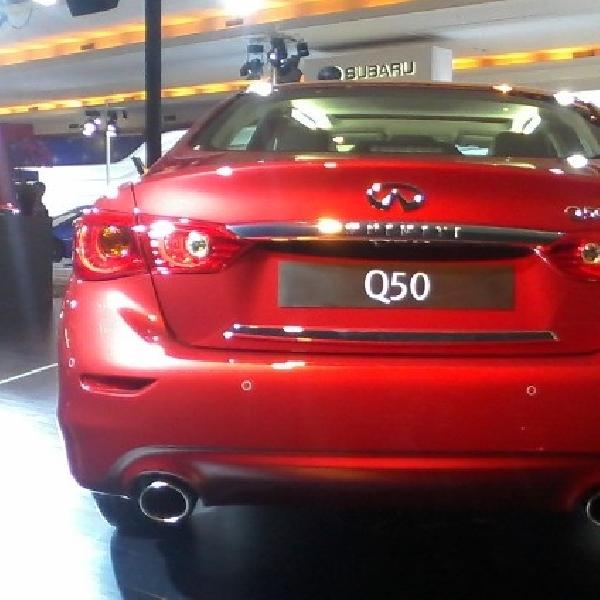 Infiniti Q50 sedan premium yang dinamis dan sporty