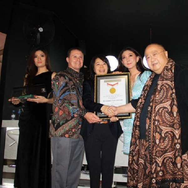 Kaca film berlapis emas dari V-Kool raih penghargaan MURI