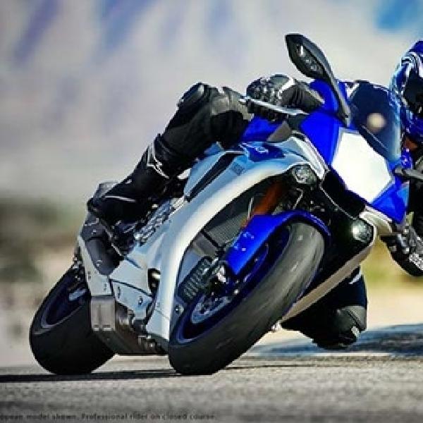 Valentino Rossi Perkenalkan Yamaha YZF-R1 2015