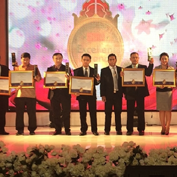 Oli TOP 1 Raih Excellent Brand Award 2014