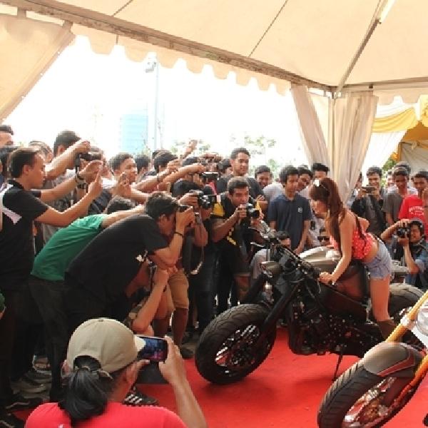 Foto Kontes BX Babe on Rides Sedot Pengunjung Autofest SMB