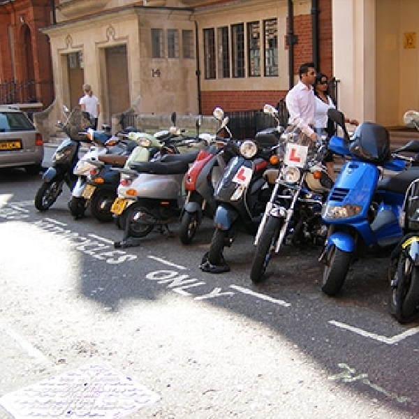 London Berlakukan Larangan Motor Lawas Masuk Kota