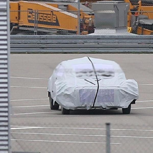 Mobil Autonomous Mercedes Tertangkap Kamera