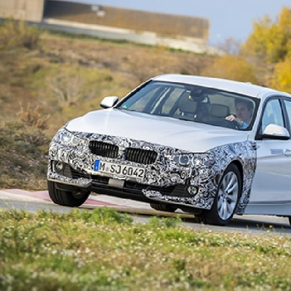 BMW Seri 3 Versi Hybrid Resmi Diperkenalkan
