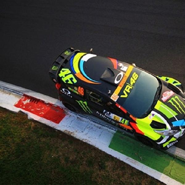 Mengintip Aksi Rossi di Balik Kemudi Mobil Ford WRC