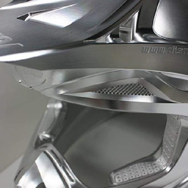 Helm Ini Dibuat dari Blok Aluminium